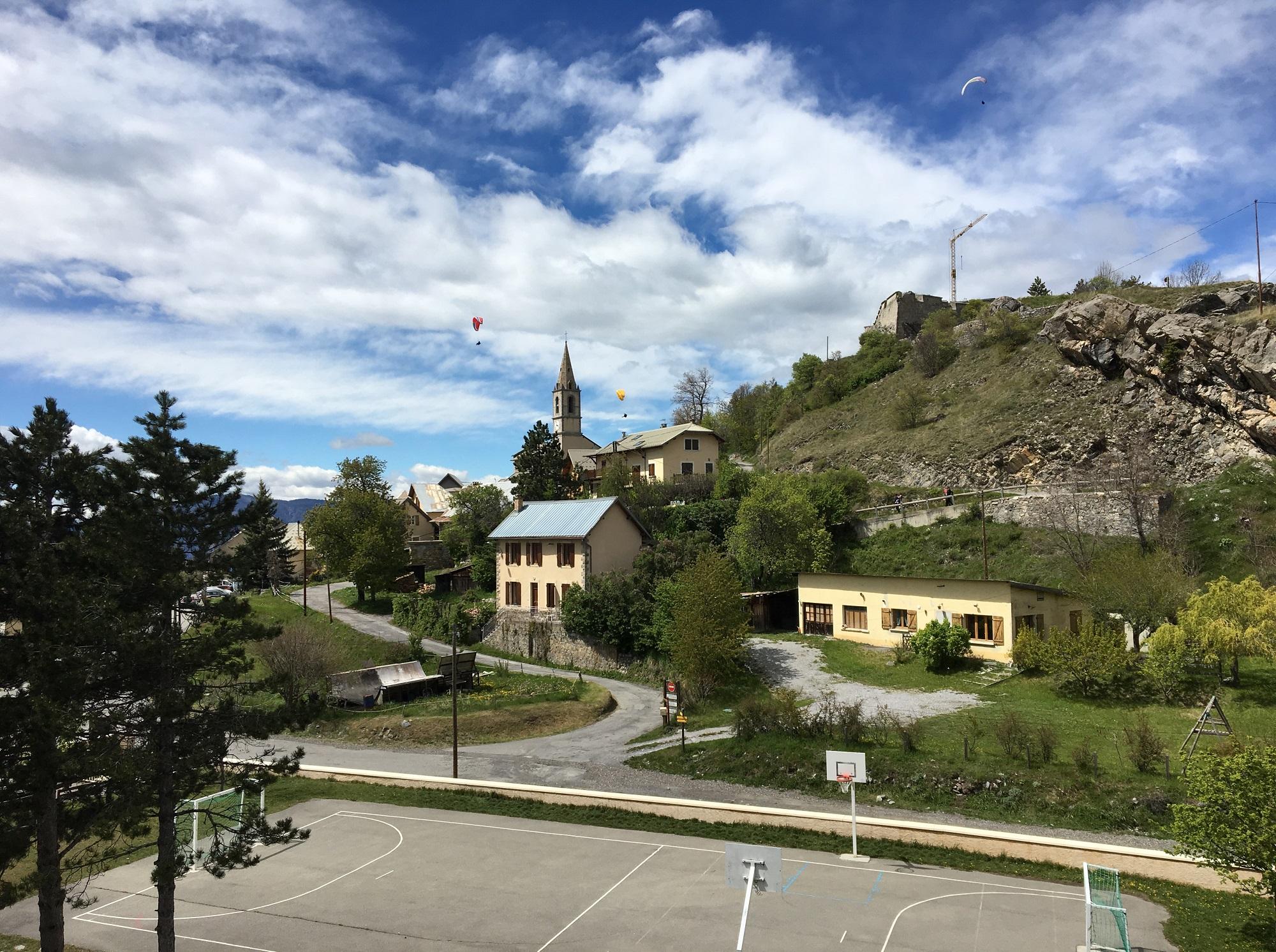 Vue sur Saint-Vincent-les-Forts depuis le 2e étage du Centre de vacances
